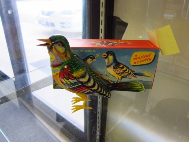 MUSICAL WIND-UP BIRD MADE IN GERMANY, LIKE NEW WITH