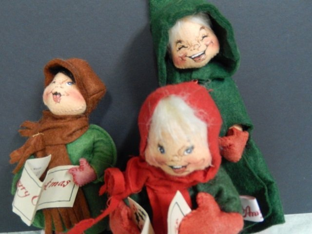 3 ANNALEE CHRISTMAS CAROLERS ANNALEE LOT INCLUDES 3