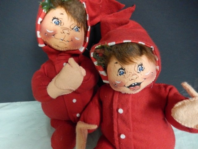 2 RED ANNALEE BABIES LOT IS PAIR OF RED ANNALEE