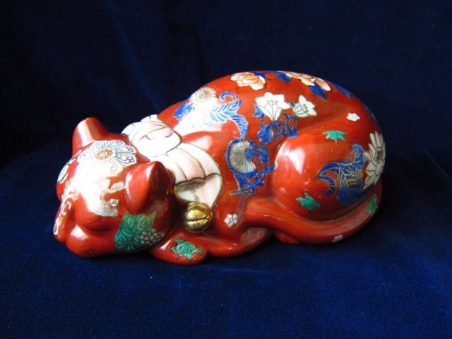 CHINESE PORCELAIN CAT CHINESE PORCELAIN FIGURINE OF