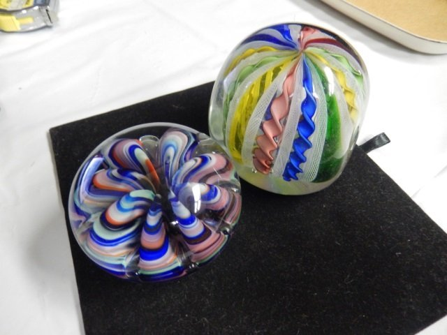 2 GLASS PAPERWEIGHTS, MURANO ST. CLAIR LOT INCLUDES 2