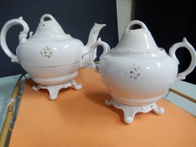 TEAPOT & SUGAR BOWL LOT INCLUDES ONE TEAPOT AND ONE