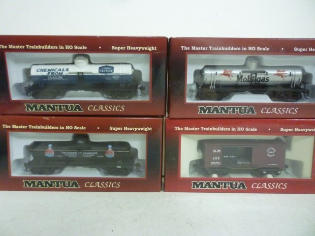 MODEL TRAINS: DOME TANKS AND FREIGHT CAR - (1) WOODEN