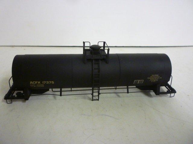 MODEL TRAIN CHLORINE TANK CAR: MODEL TRAIN CHLORINE