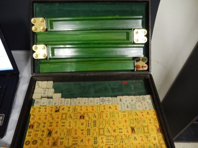 ANTIQUE MAH JONG SET COMES WITH VERY OLD LEATHER CASE.