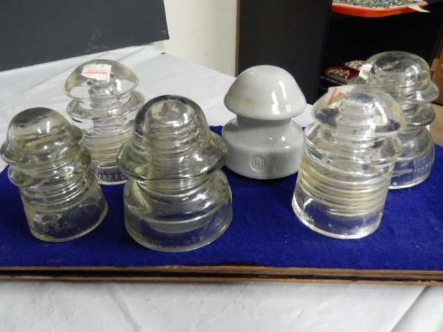 6 TRAIN INSULATORS LOT INCLUDES 5 CLEAR GLASS AND 1