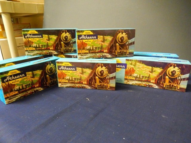 8 ATHEARN TRAINS IN MINIATURE. HO SCALE
