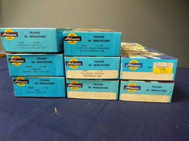 8 ATHEARN TRAINS IN MINIATURE. HO SCALE - 2