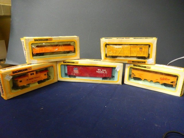 5 BACHMAN ELECTRIC TRAINS. HO SCALE