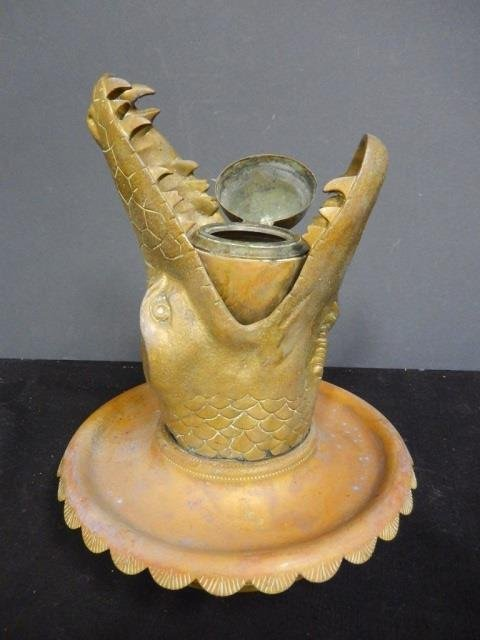METAL ALLIGATOR HEAD WITH CONTAINER