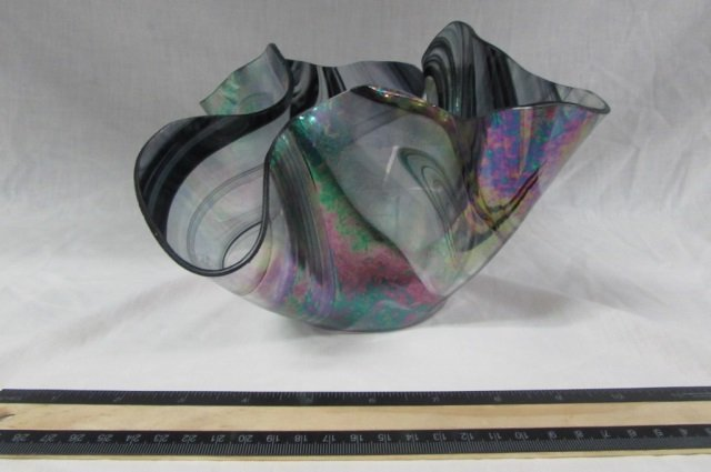 ART GLASS VASE UNIQUE STYLE HAND BLOWN