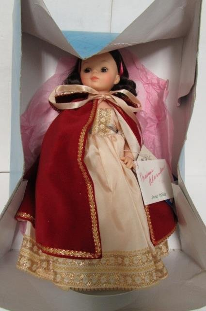 MADAME ALEXANDER SNOW WHITE DOLL - 3