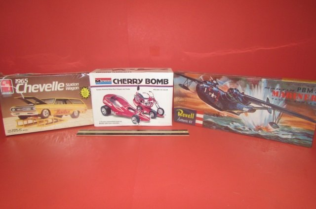 3 VINTAGE PLASTIC CAR MODEL KITS CHERRY BOMB, 1965
