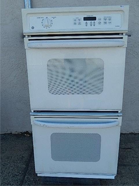GE TRUETEMP DOUBLE OVEN HAS UPPER AND LOWER OVENS, HAS