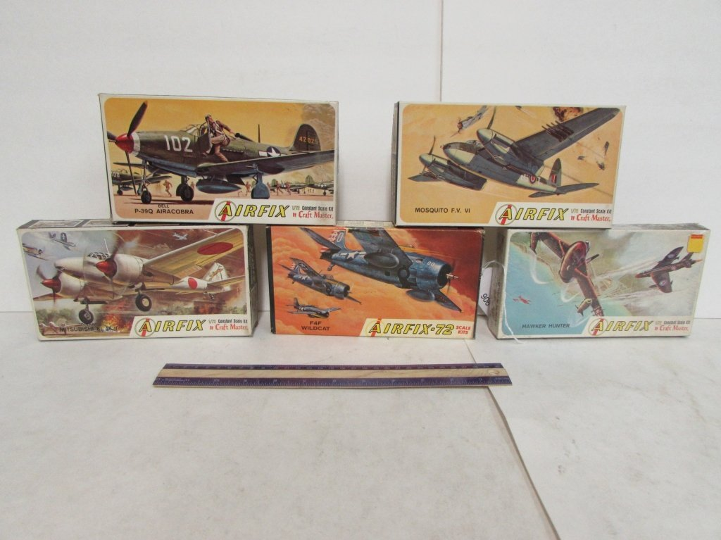 5 VINTAGE PLASTIC AIRCRAFT MODEL KITS