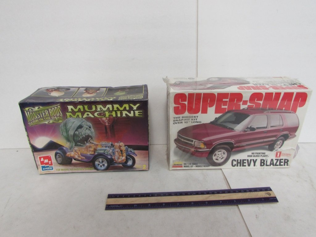 2 VINTAGE PLASTIC CAR MODEL KITS