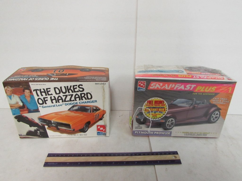 2 VINTAGE PLASTIC CAR MODEL