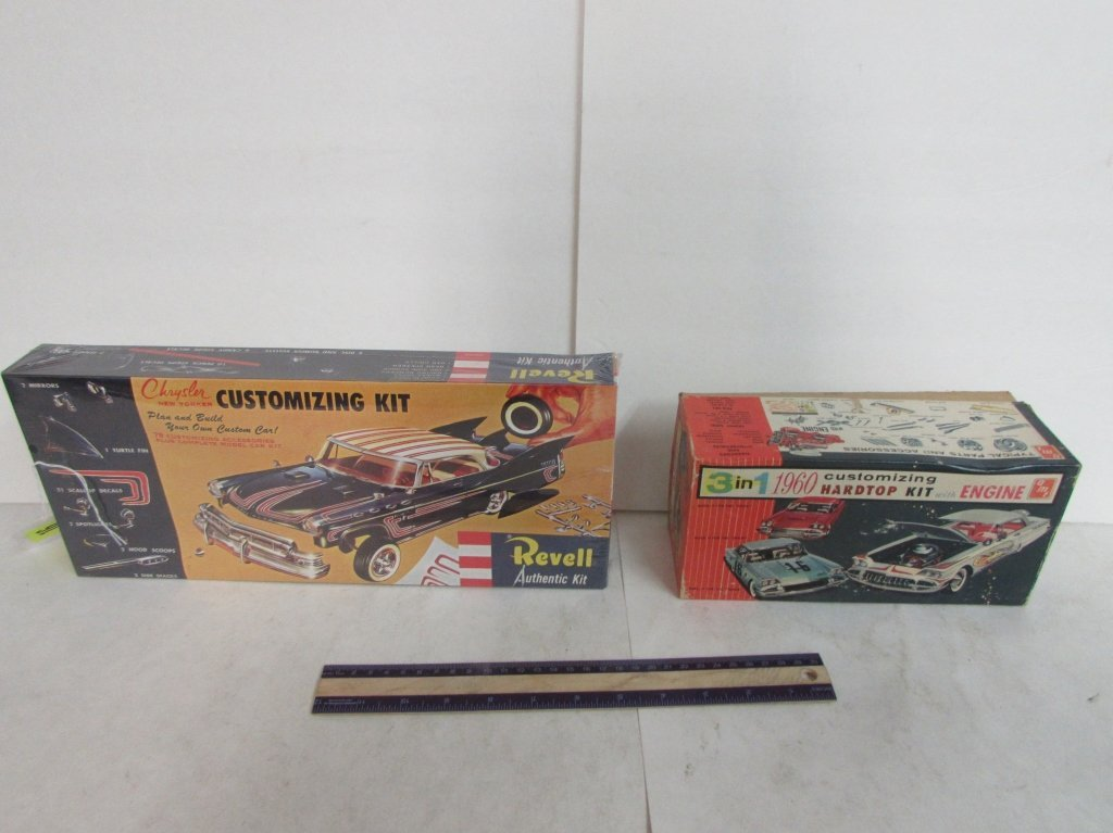 2 VINTAGE PLASTIC CAR MODEL KIT
