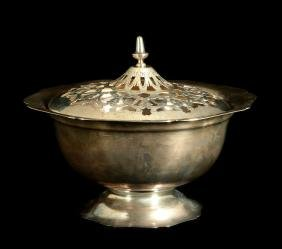 AN EARLY 20TH C. ALVIN STERLING SILVER CENTERPIECE