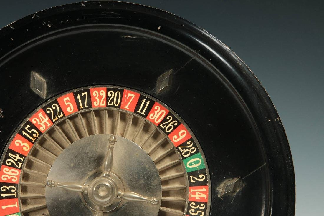 A CIRCA 1900 FRENCH TABLE-TOP ROULETTE WHEEL GAME - 5