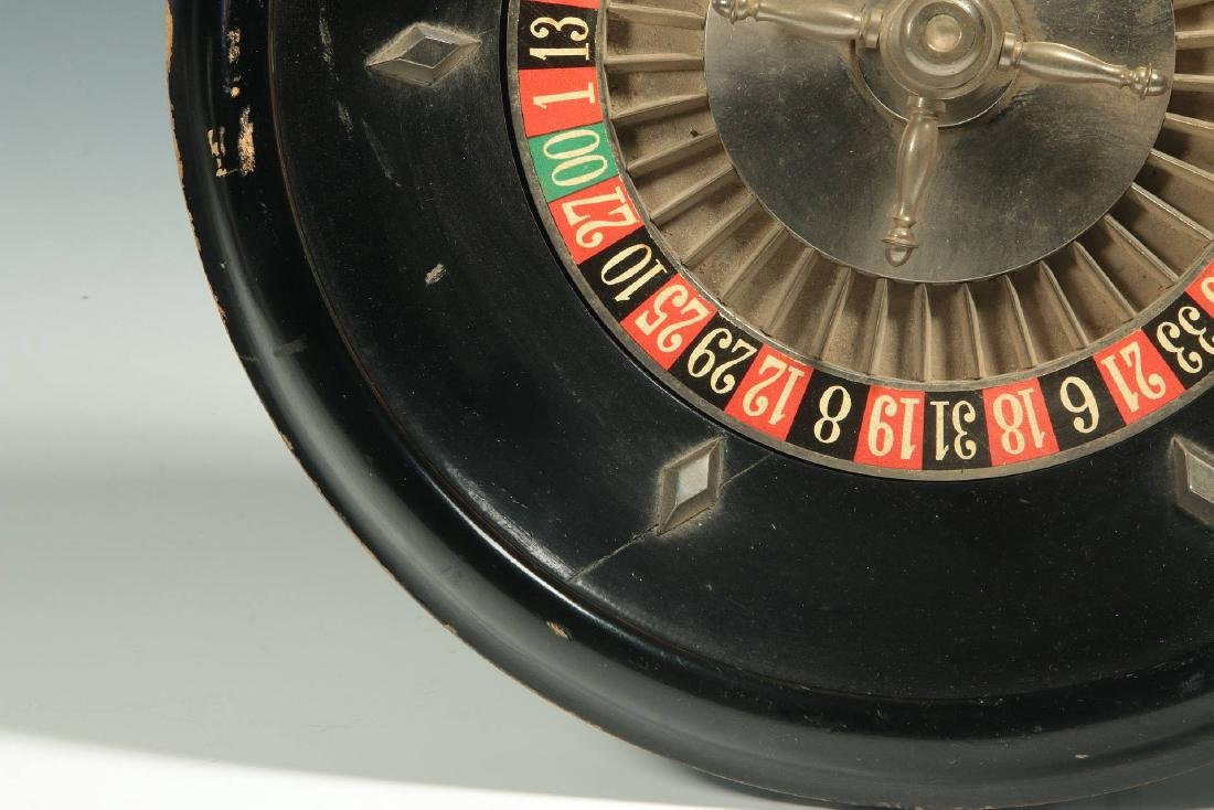 A CIRCA 1900 FRENCH TABLE-TOP ROULETTE WHEEL GAME - 7