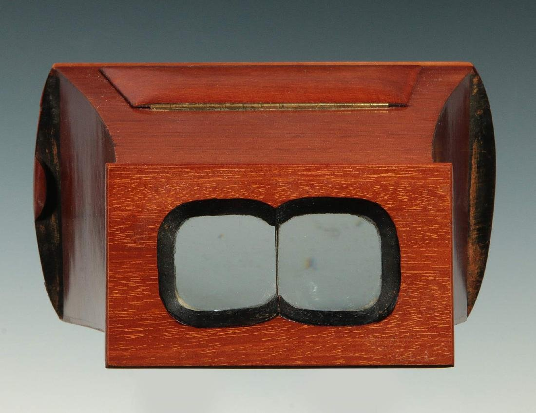 A LATE 19TH C. BREWSTER STYLE STEREOSCOPE VIEWER - 2
