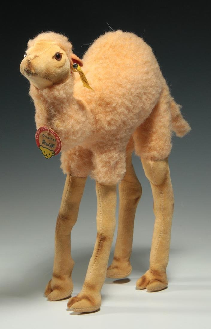 A STEIFF CAMEL PLUSH TOY