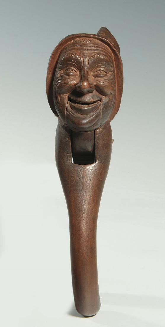 A GOOD C.1900 BLACK FOREST CARVED WOOD NUT CRACKER