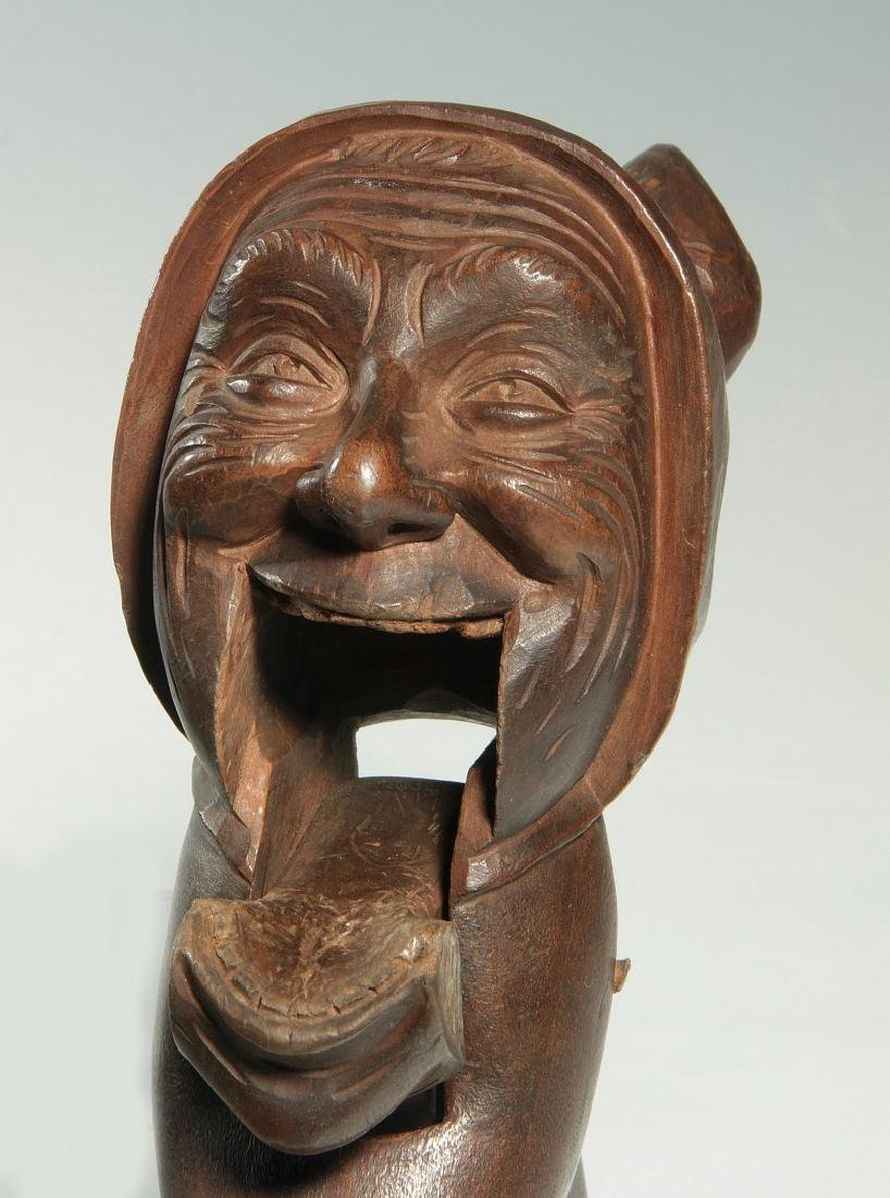 A GOOD C.1900 BLACK FOREST CARVED WOOD NUT CRACKER - 5
