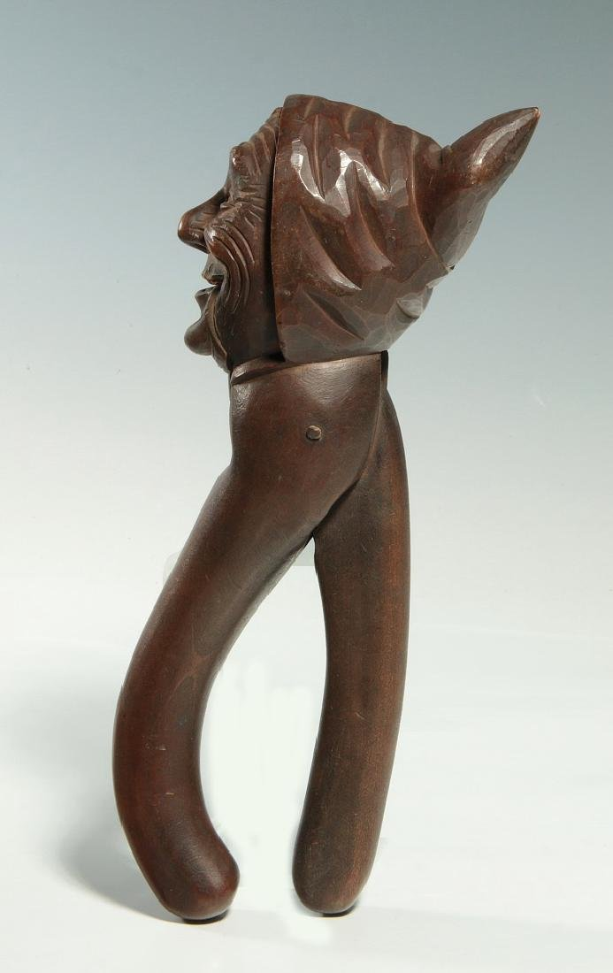 A GOOD C.1900 BLACK FOREST CARVED WOOD NUT CRACKER - 6