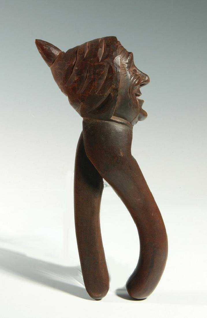 A GOOD C.1900 BLACK FOREST CARVED WOOD NUT CRACKER - 7