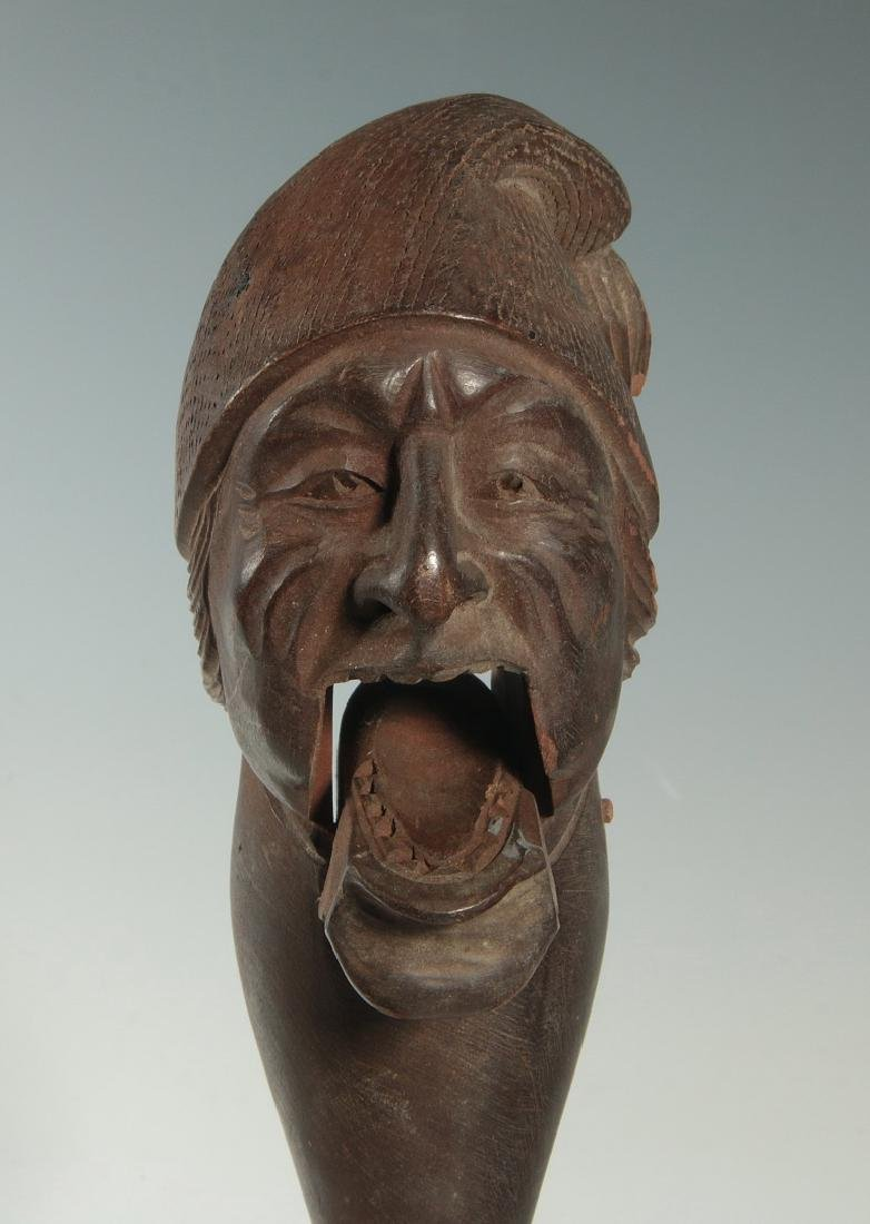 A LATE 19 / EARLY 20 C. CARVED FIGURAL NUT CRACKER - 3