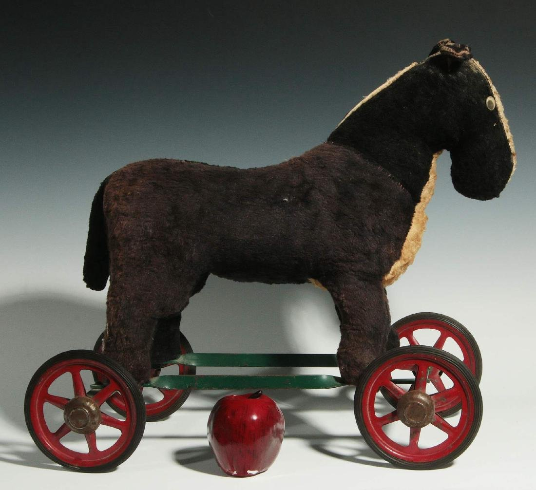 A VINTAGE PLUSH ANIMAL PULL TOY ON WHEELS - 2