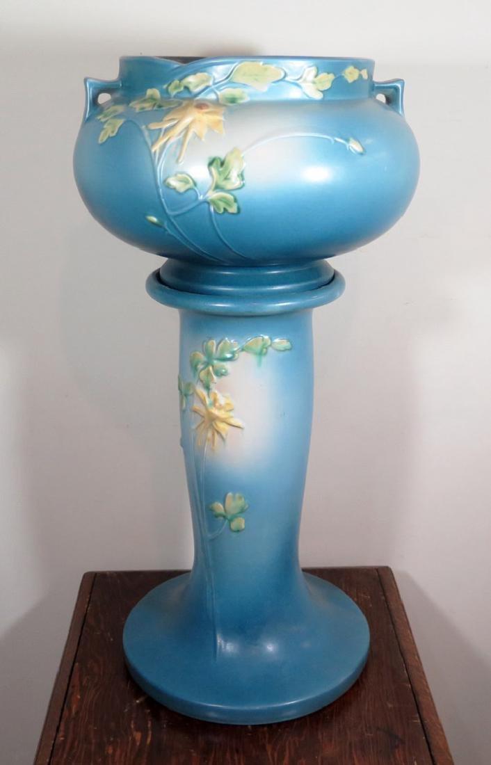 ROSEVILLE BLUE COLUMBINE JARDINIÈRE AND PEDESTAL