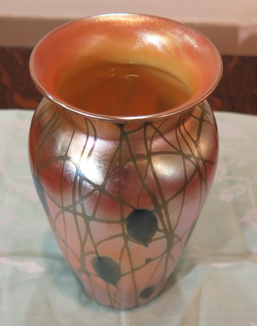 A DURAND HEART AND VINE ART GLASS VASE - 3