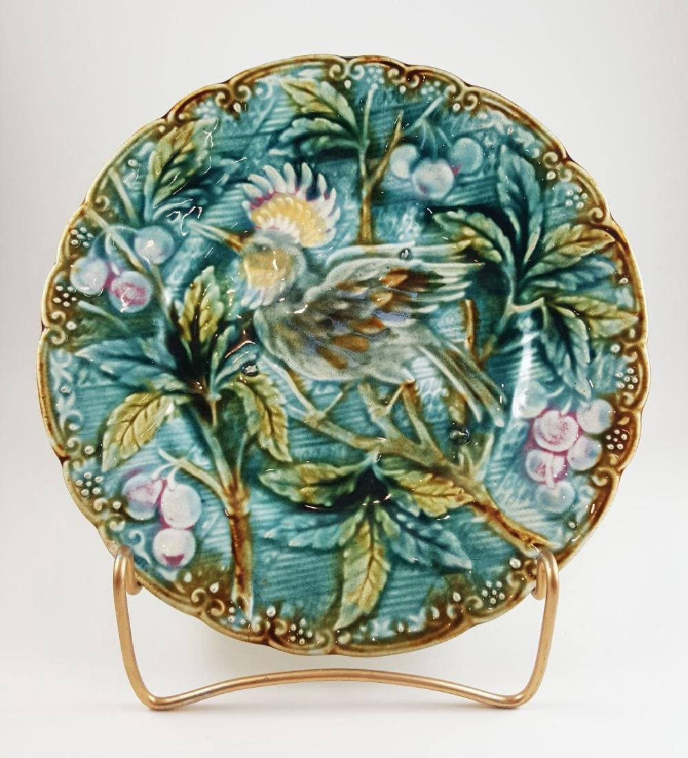 AN ANTIQUE MAJOLICA PLATE WITH BIRD - 2
