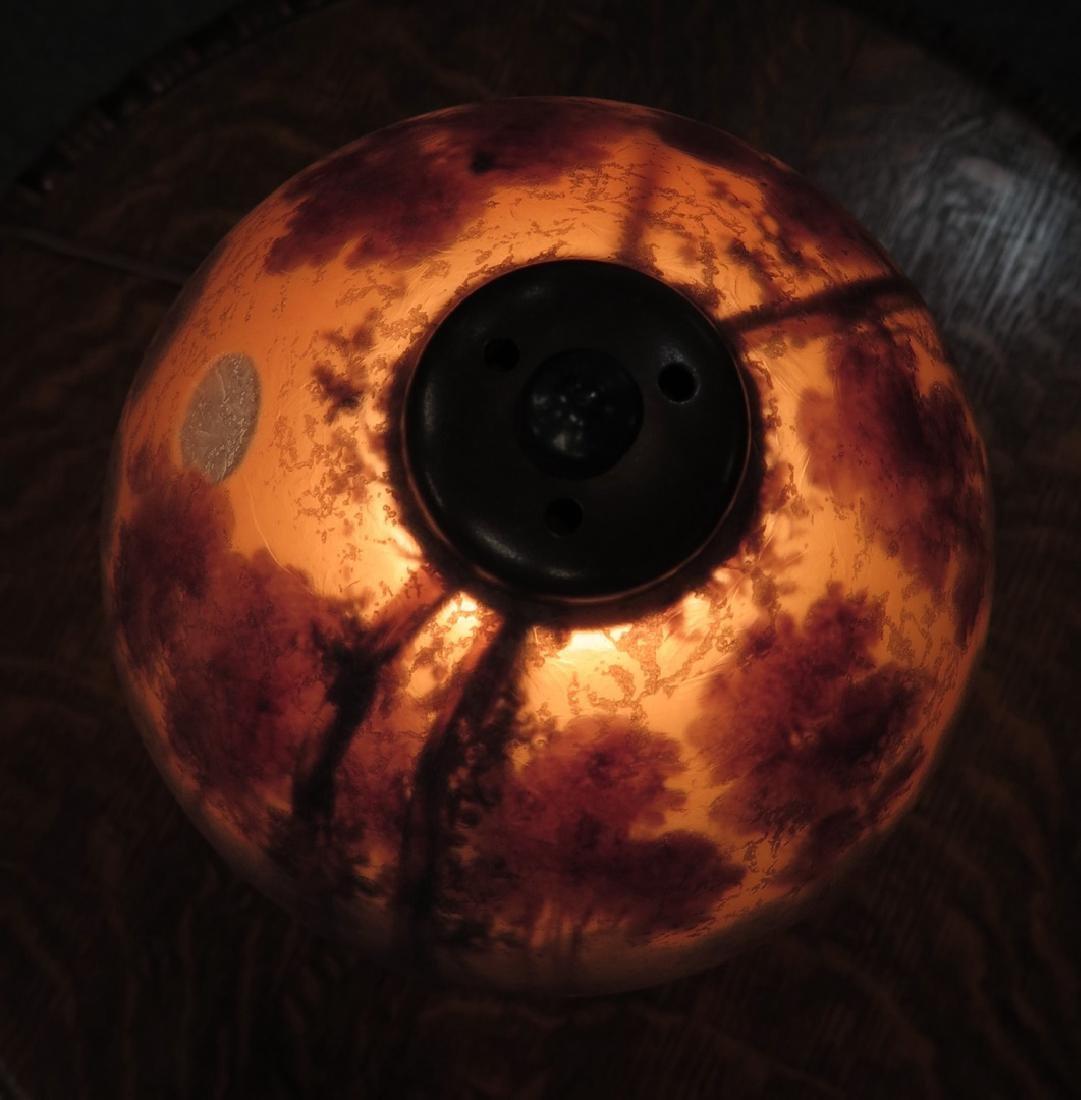 A HANDEL REVERSE PAINTED SCENIC BOUDOIR LAMP - 5