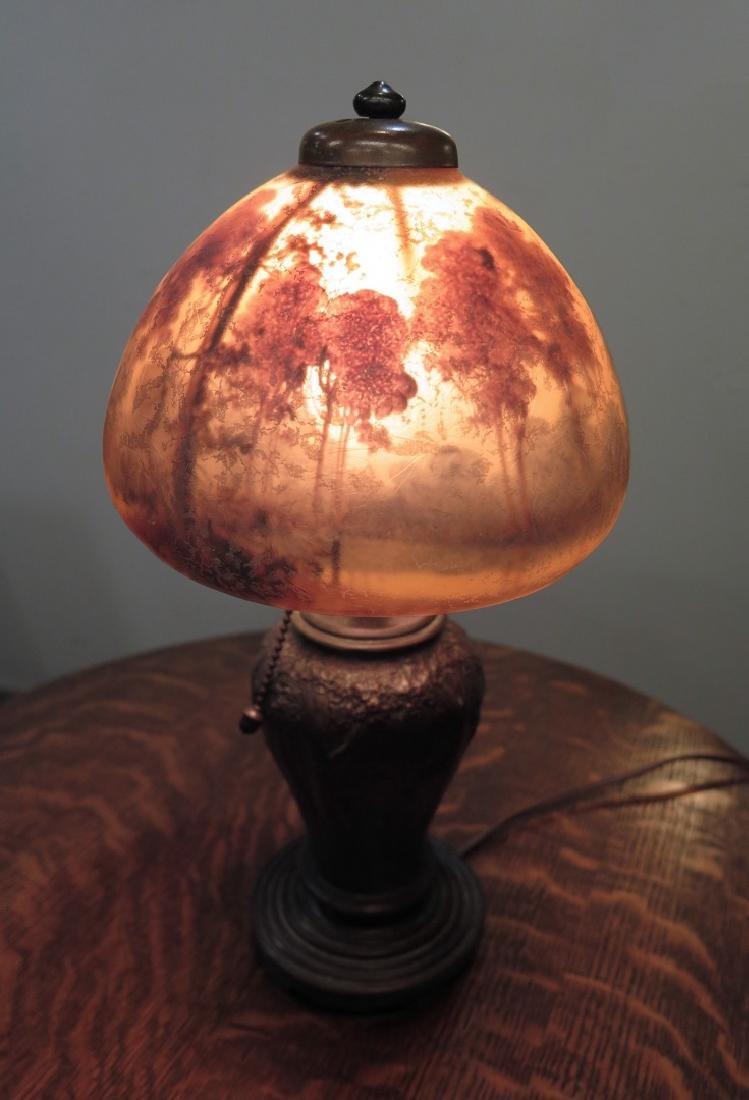 A HANDEL REVERSE PAINTED SCENIC BOUDOIR LAMP - 7