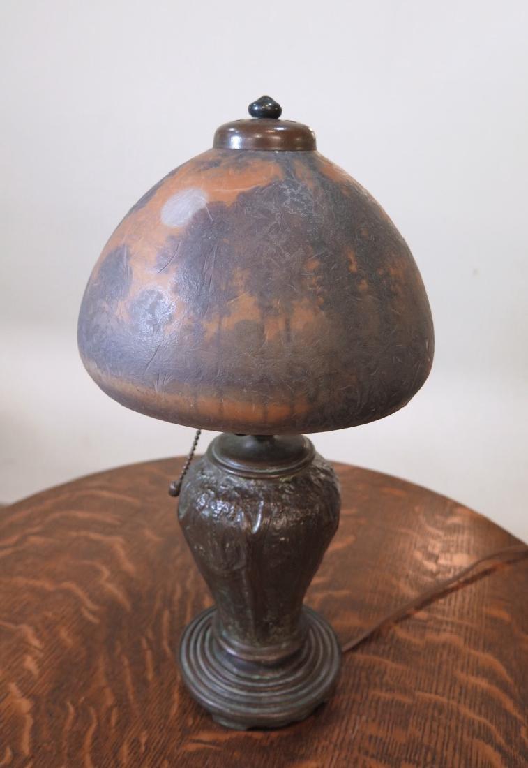 A HANDEL REVERSE PAINTED SCENIC BOUDOIR LAMP - 9