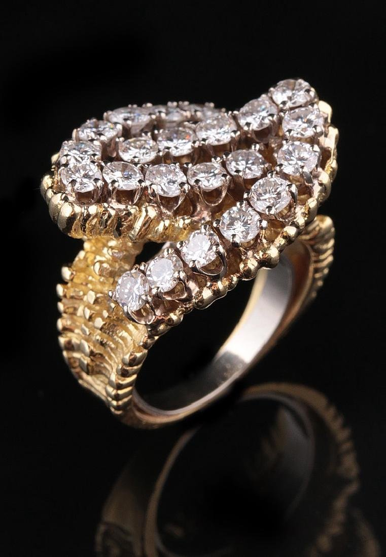 A 14K GOLD AND DIAMOND COCKTAIL RING, APPROX. 2.4 CTTW