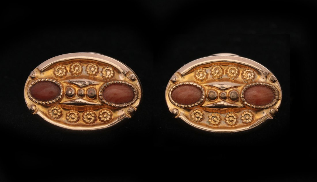 A PAIR OF GOLD-FILLED CUFF LINKS