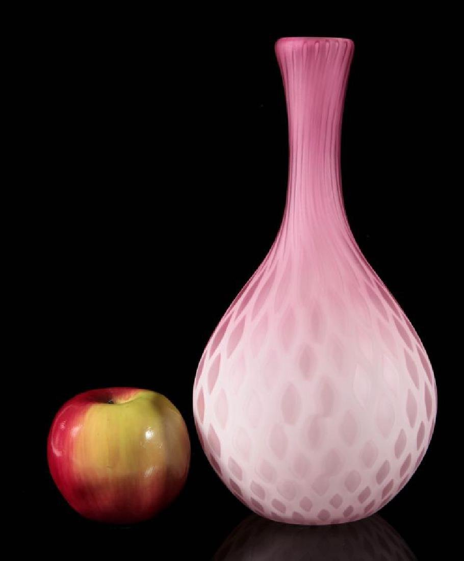 A 19TH C. CRANBERRY MOTHER-OF-PEARL GLASS VASE - 2