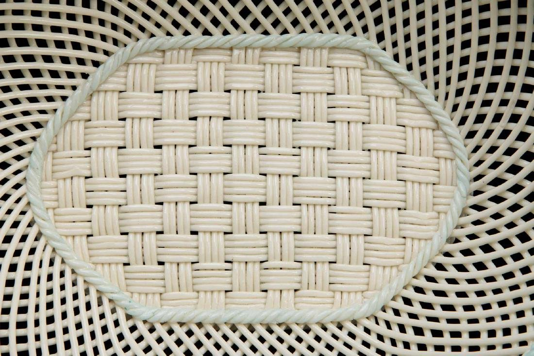 AN IRISH BELLEEK FOUR STRAND OVAL BASKET - 3