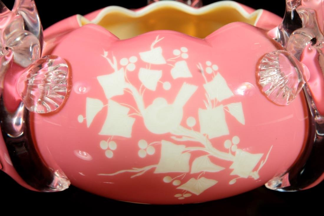 AN UNUSUAL PINK CUT TO WHITE BOWL WITH CRYSTAL FISH - 3