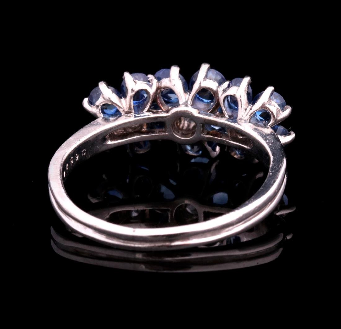 A DIAMOND AND PLATINUM FASHION RING WITH BLUE GEMS - 4