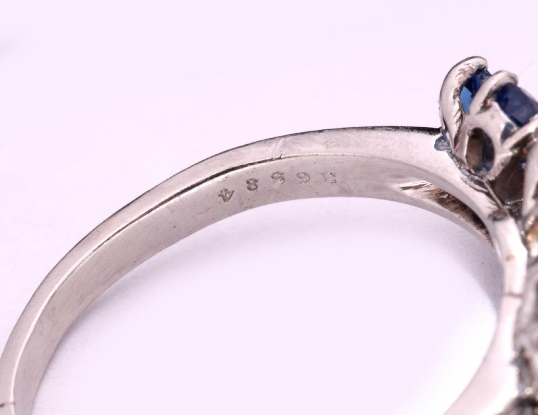 A DIAMOND AND PLATINUM FASHION RING WITH BLUE GEMS - 7