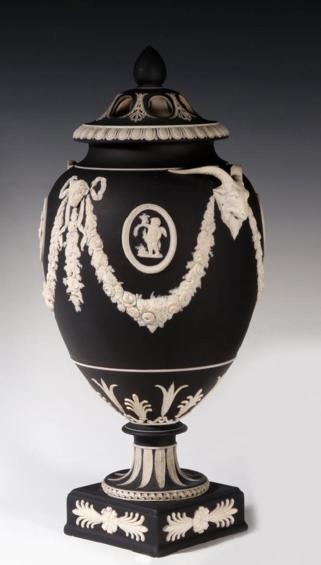 AN EARLY 19TH CENTURY 15-INCH WEDGWOOD BOLTED VASE - 2