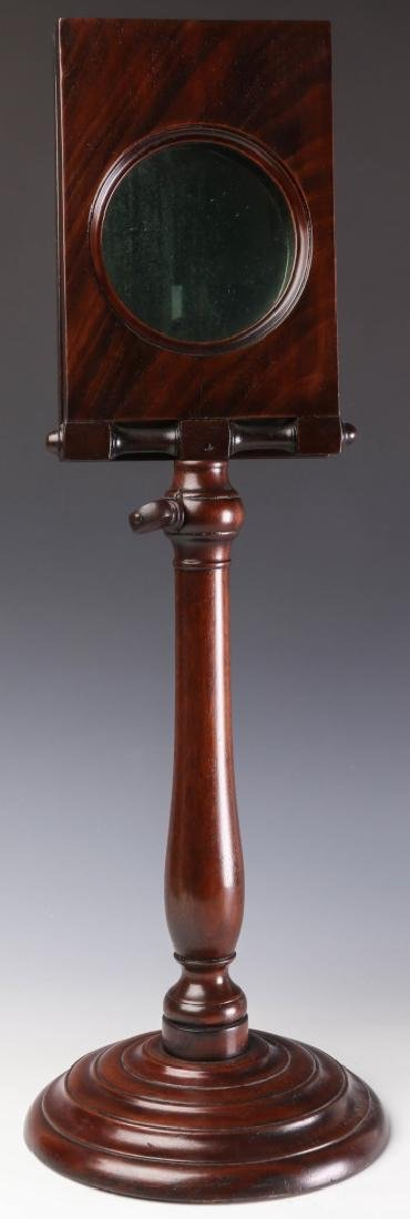 A 19TH CENTURY MAHOGANY ZOGRASCOPE PICTURE VIEWER