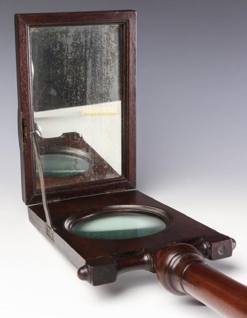 A 19TH CENTURY MAHOGANY ZOGRASCOPE PICTURE VIEWER - 7