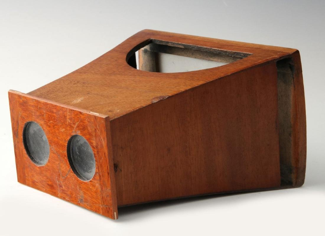 A GOOD 19TH CENTURY BREWSTER STYLE STEREOSCOPE